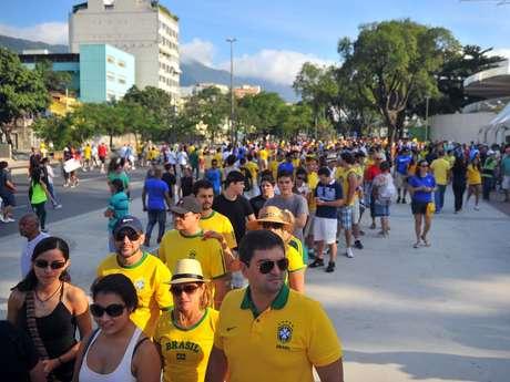 <p>Quem chegou por último teve que encarar uma fila quechegava até o Ginásio do Maracanãzinho</p>