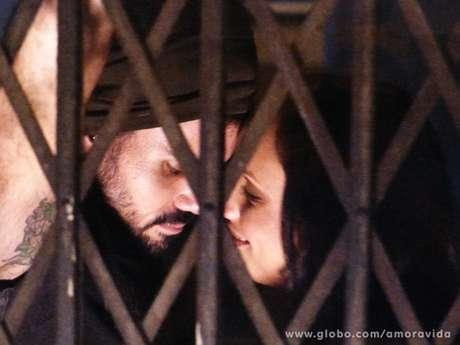 <p>Alejandra já teve um caso com Ninho</p>
