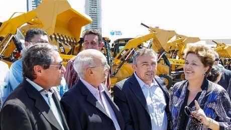A presidente Dilma Rousseff viajou na manhã desta segunda-feira para Natal, onde participa da cerimônia de entrega de 101 retroescavadeiras e 149 motoniveladoras para 149 municípios em situação de emergência por causa da seca do semiárido do Rio Grande do Norte