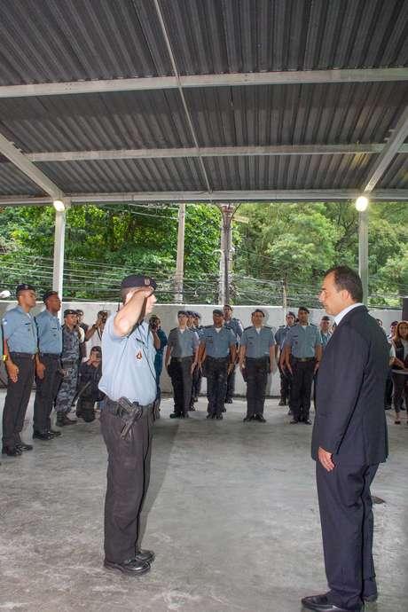 O governador do Rio de Janeiro, Sérgio Cabral, não escapou de críticas durante a inauguração da UPP do Cerro Corá