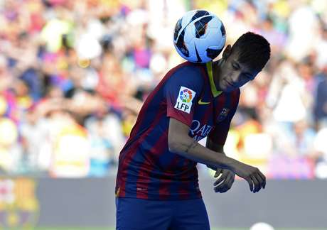 <p>Clube alvinegro tentou renovar o contrato com o craque&nbsp;em quatro oportunidades, mas o pai dele pediu 100 milh&otilde;es de euros</p>