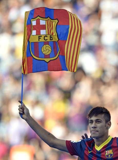 <p>Neymar foi liberado pela CBF e seguiu de jato particular para ser apresentado pelo novo clube</p>