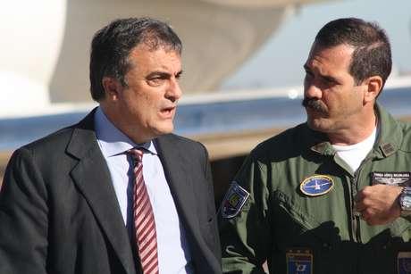 Cardozo chegou à Base Militar de Campo Grande no início da manhã e se encontrou com o governador do Estado, André Puccinelli (PMDB)