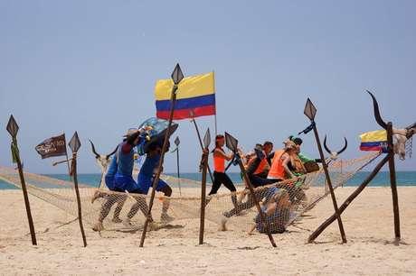 <p>Bajo condiciones climáticas extremas se llevan a cabo las diferentes pruebas del Desafío África 2013. Los equipos de los 'Retadores', 'Celebridades' y 'Sobrevivientes' se enfrentan cada día para acercarse más a la final y obtener un mejor lugar para sobrevivir en el desierto.</p>