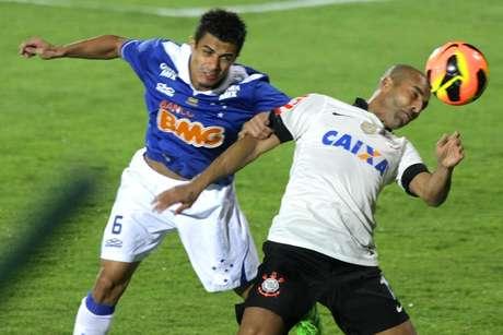 <p>Atacante quer contrato de mais dois anos para encerrar carreira, mas Corinthians oferece um</p>