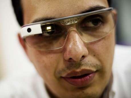 <p>Breno Masi é um dos proprietários do Google Glass no Brasil</p>