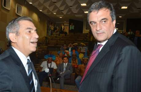 Líderes dos índios terenas foram recebidos pelo ministro da Secretaria-Geral da Presidência da República, Gilberto Carvalho, e pelo ministro da Justiça, José Eduardo Cardozo