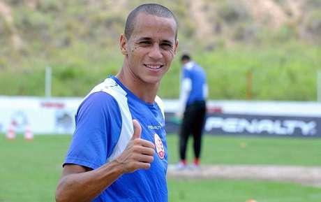 Derley retorna aos Aflitos depois de passagem pelo Atlético Paranaense