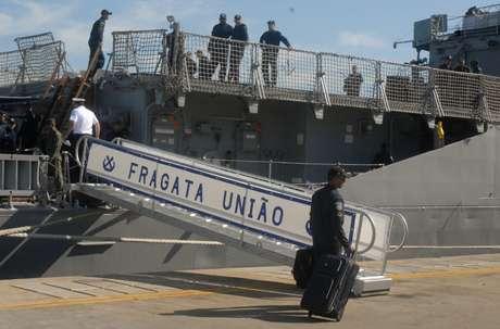 A embarcação saiu da Base Naval do Rio de Janeiro às 11h desta segunda-feira e deve chegar a Beirute, capital do Líbano, no dia 11 de julho