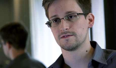 <p>Snowden em hotel de Hong Kong, durante a entrevista ao Guardian</p>