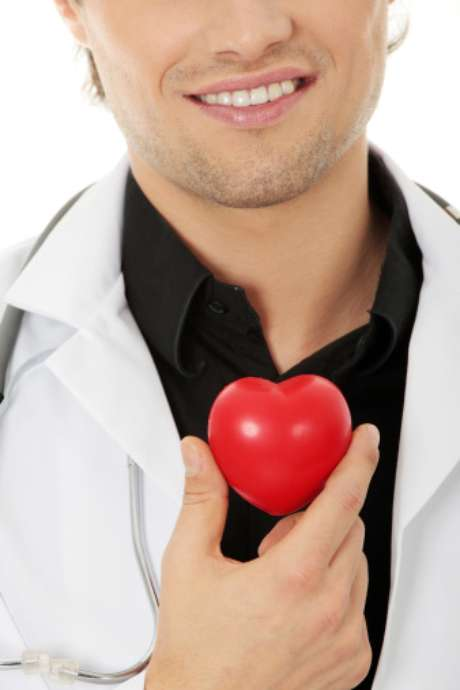 <p><strong>Cuida da saúde cardíaca</strong><br />De acordo com levantamento da Universidade Queens, na Irlanda, manter relações mais de três vezes por semana corta os riscos de ataques cardíacos e de derrames pela metade</p>