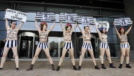 Miembros de Femen protestan ante el Parlamento Europeo en apoyo a las jóvenes juzgadas en Túnez