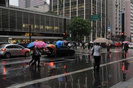 Pancadas de chuva causaram lentidão no trânsito em São Paulo nesta quarta-feira