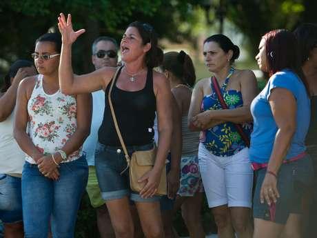 <p>Mulheres realizaram protesto após a morte de dois adolescentes em um acidente nesta quarta-feira</p>