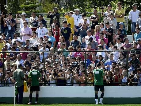 <p>Recebendo apenas o Goiás para alguns treinamento, Estádio da Serrinha passa longe do agito causado pela presença da Seleção</p>