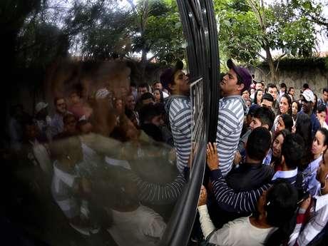 <p>Com greve dos funcionários daCPTM, pessoas fazem longas filas para entrar em ônibus</p>