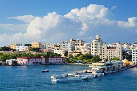 Puerto Rico es un territorio no autónomo de los Estados Unidos y, por lo tanto, necesitamos visa de EE.UU. para entrar en el país. El dólar es la moneda, y el Inglés es el idioma oficial, además de español