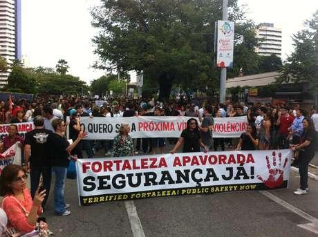 Manifestação teve apitaço em frente ao Palácio da Abolição, sede do governo do Estado