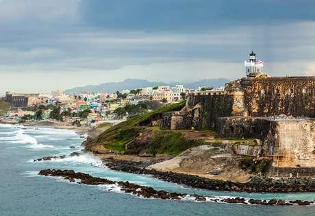 A grande fortaleza litorânea é apenas uma das várias atrações de San Juan. A capital de Porto Rico é conhecida por sua diversidade arquitetônica, belas praias, cassinos e economia pulsante
