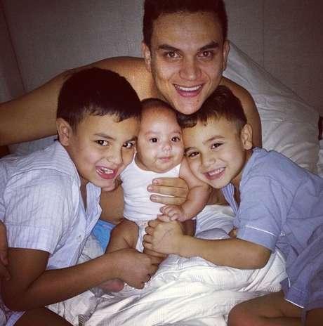 <p>Silvestre dice que la vida le ha enseñado que el respeto es la pieza fundamental para un hogar y como papá debe inculcarlo a sus hijos.</p>