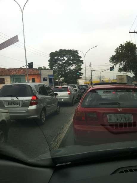 <p>Greve da CPTM teve reflexos no trânsito da capital na manhã desta quarta-feira; na avenida João Dias, motoristas ignoraram afaixa exclusiva de ônibus</p>