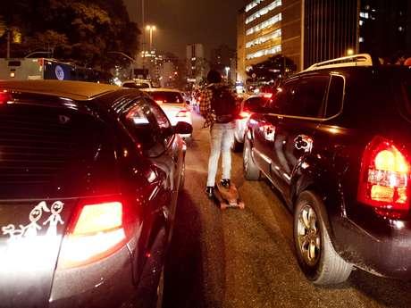 <p>Motoristas ficaram presos no trânsito e muitos abandonaram os veículos</p>