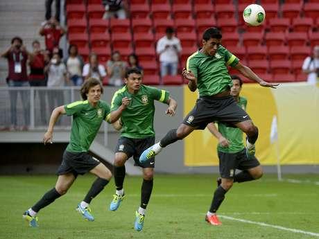 <p>Paulinho vem atraindo a atenção de clubes do exterior</p>