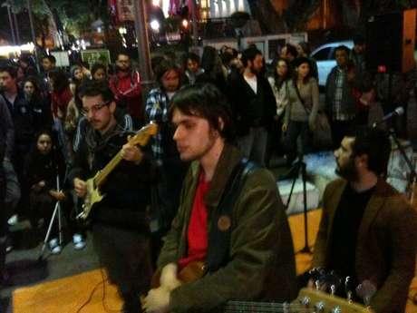 Manifestação contou com apresentação de banda em Porto Alegre