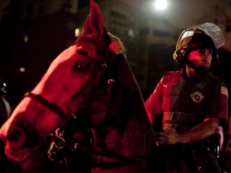 <p>Policiais militares durante confronto com manifestantes</p>
