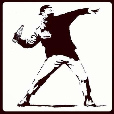 <p>Durante a série de protestos contra o aumento das passagens de ônibus, trem e metrô em São Paulo, o vinagre foiusado por manifestantes para neutralizar o efeito das bombas de efeito moral atiradas pela Polícia Militar. O temavirou meme nas redes sociais depois de relatos de que pessoas teriam sido detidas ou agredidas apenas porportar o tempero</p>