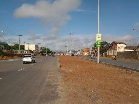 <p>Parte da Avenida Alberto Craveiro foi entregue; canteiro central dará lugar a ciclovia</p>