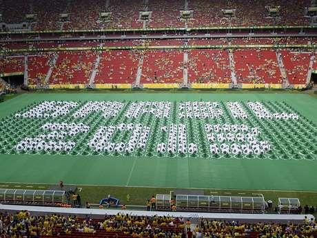 <p>Mosaico forma a sede e o ano da Copa das Confederações</p>