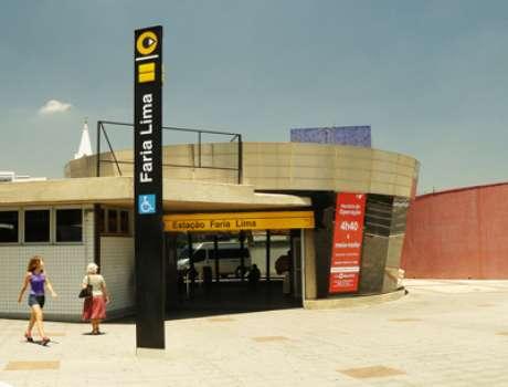 Estação Faria Lima sem a proteção metálica instalada depois que o protesto contra o aumento da passagem foi marcado em frente ao local