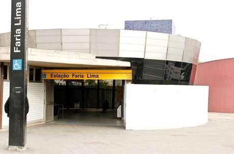 Placas metálicas protegem a estação Faria Lima do Metrô