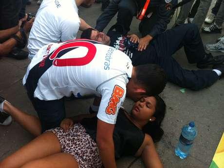 <p>Manifestantes passaram mal por causa dogás lacrimogênio</p>