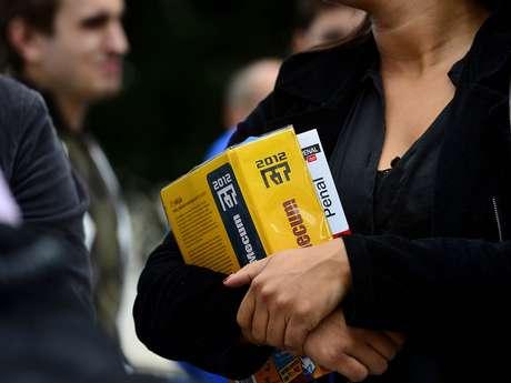 <p>Em São Paulo, milhares de candidatos fizeram a segunda fase do Exame de Ordem no domingo</p>