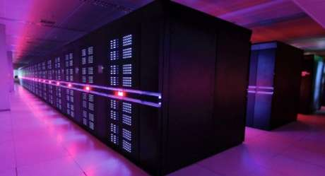 <p>1 - China - O Tianhe-2, supercomputador desenvolvido pela Universidade Nacional de Tecnologia de Defesa da China, estreia na lista das 500 máquinas mais rápidas do mundo na primeira posição. O supercomputador será instalado no Centro Nacional de Supercomputação em Guangzho até o fim do ano e faz 33,86 quatrilhões de cálculos por segundo. Com um total de 3,12 milhões de núcleos, ele coloca a China novamente no topo dos supercomputadores mais rápidos, o que não acontecia desde novembro de 2010</p>