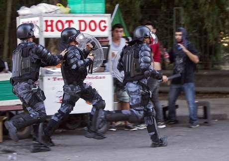 <p>Repressão violenta da polícia a protestos tem sido alvo de critícas</p>