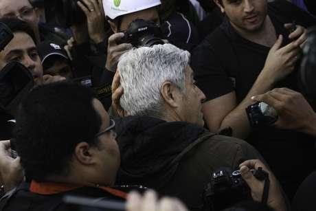 <p>O jornalista Caco Barcellos e sua equipe, da Rede Globo, foram expulsos do protesto em São Paulo</p>
