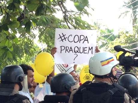 <p>Manifestantes foram às ruas de Belo Horizonte protestar nesta segunda-feira</p>