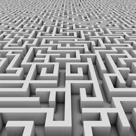 <p><strong>Peristal Singum, Berlim, Alemanh</strong>a: metade exibição de arte, metade labirinto subterrâneo, o Peristal Singum é assustador e deixa visitantes desorientados e assustados. As pessoas entram sozinhas no labirinto, onde ficam totalmente perdidas, já que não há placas nem funcionários que indiquem o caminho ou escutem os pedidos de ajuda</p>