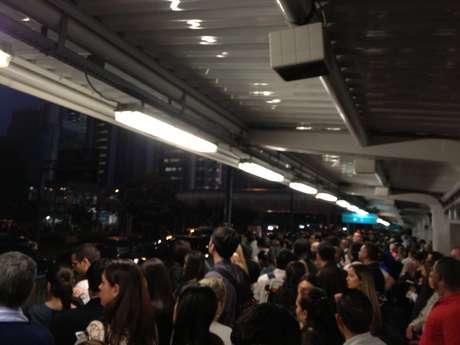 <p>Estação Berrini, pouco antes das 19h, estava repleta de usuários por conta da pane</p>