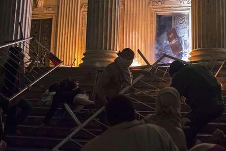 <p>Houve registro de diversas depredações nos arredores da Assembleia Legislativa do Rio</p>