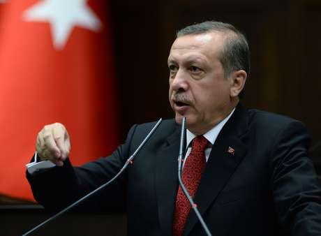 "Erdogan fala no Parlamento turco: ""complô derrotado"""
