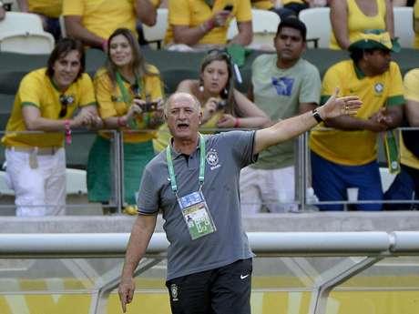<p>Felipão afirma que deverá estar em Copa do Mundo de 2018, mas que ainda tem que procurar outra seleção para dirigir</p>