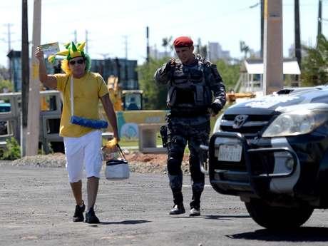 <p>Torcedores terão que entrar pela avenida Paulino Rocha para chegar ao Castelão</p>