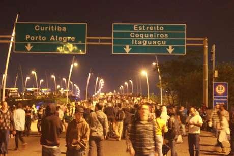 <p>Na terça-feira, protesto invadiu as pistas das pontes Colombo Salles e Pedro Ivo, que ligam a Ilha de Santa Catarina (onde está localizada Florianópolis) à região continental</p>