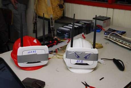 Capacetes equipados com roteadores e baterias levarão sinal de internet para manifestantes