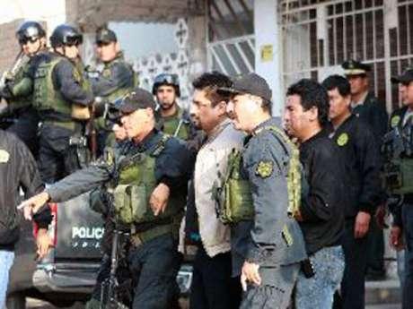 <p>El delincuenteCarlos Timaná es trasladado desde Comas hasta la sede de la Dirincri.</p>