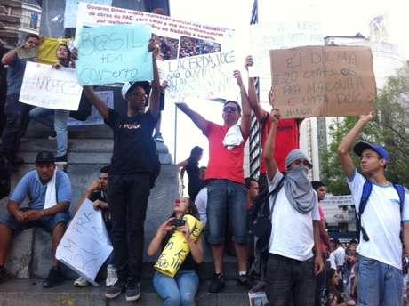 <p>Manifestantes somam-se &agrave; nova jornada de protestos em Belo Horizonte</p>